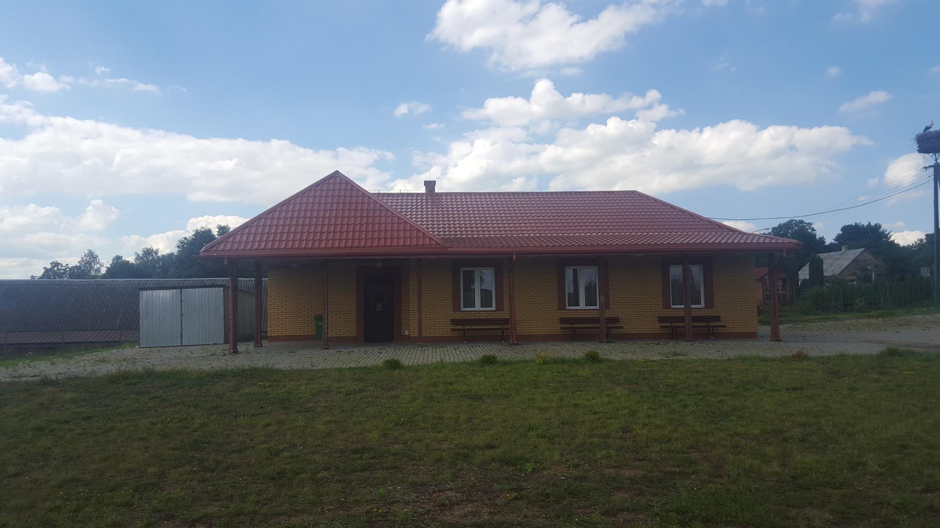 Budowa boiska sportowego i świetlicy we wsi Kropiwnica - 1