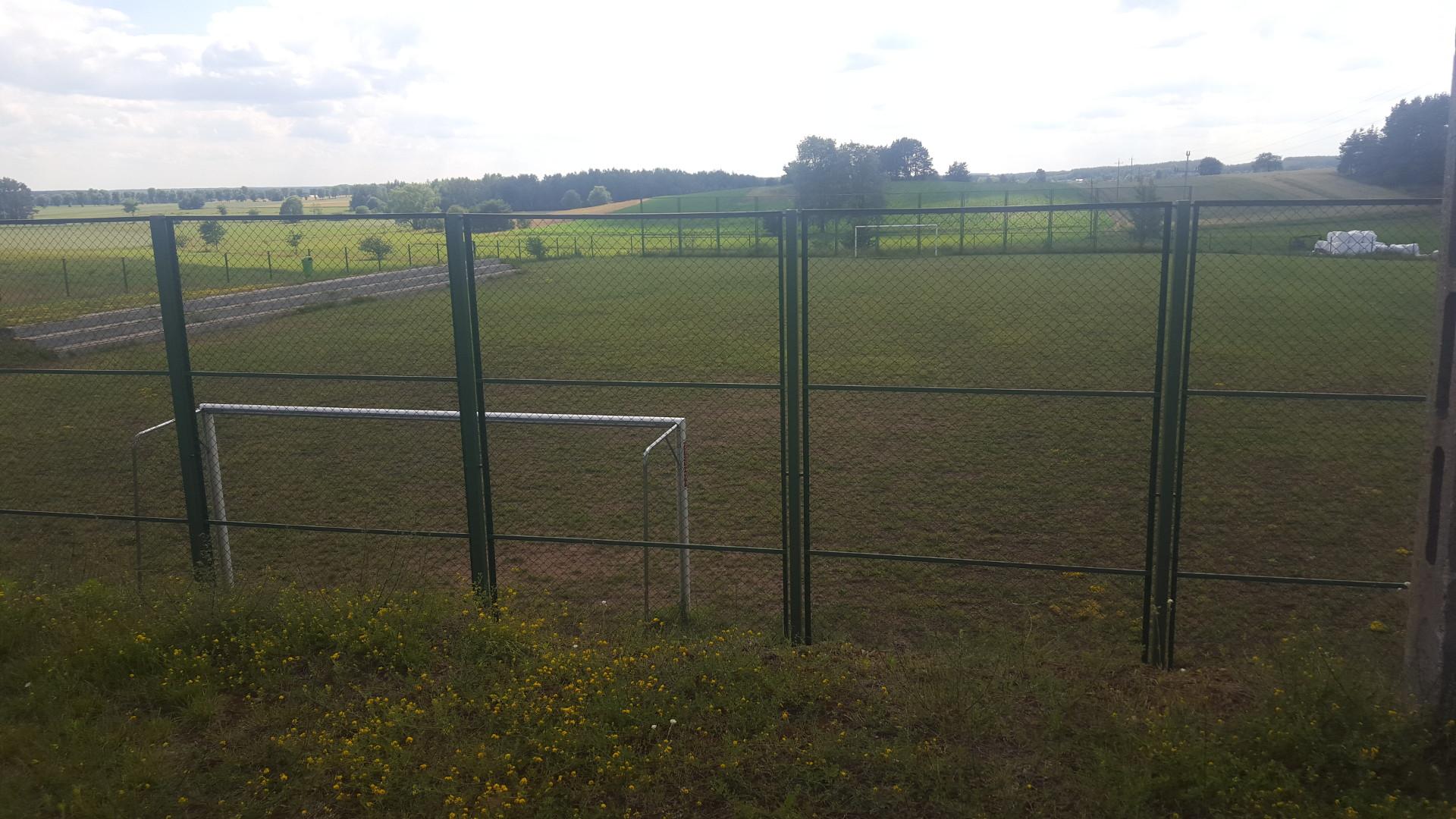 Budowa boiska sportowego i świetlicy we wsi Kropiwnica - 2